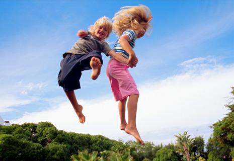 как правильно прыгать на батуте